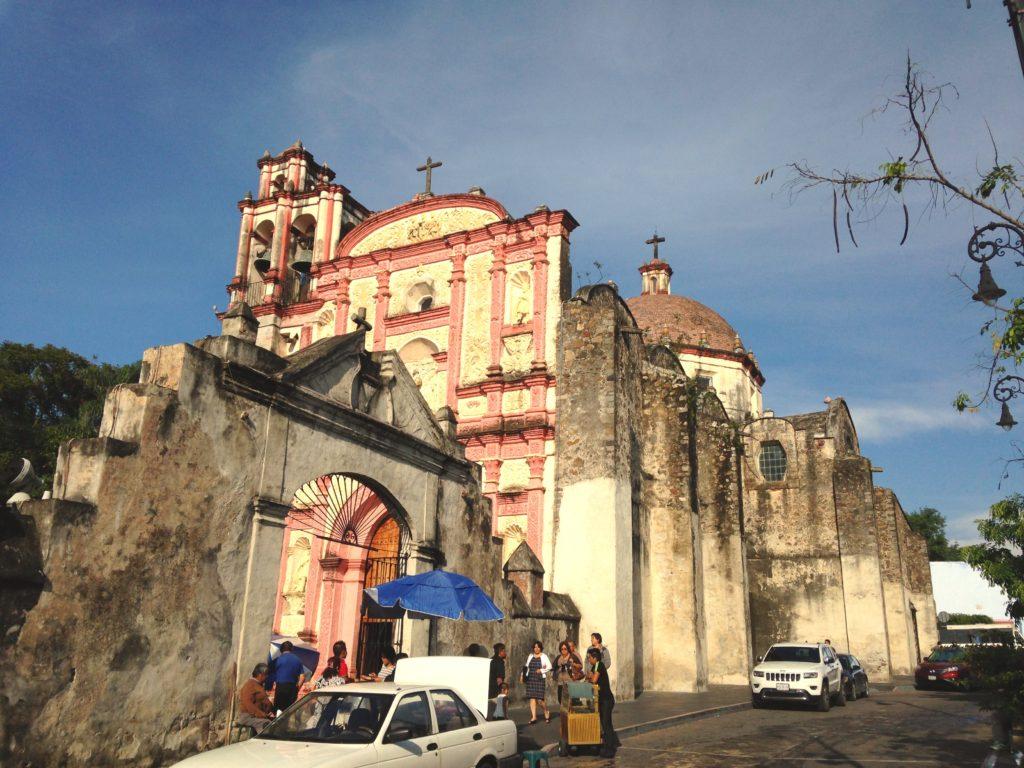 Старинное здание кафедрального собора Куэрнаваки