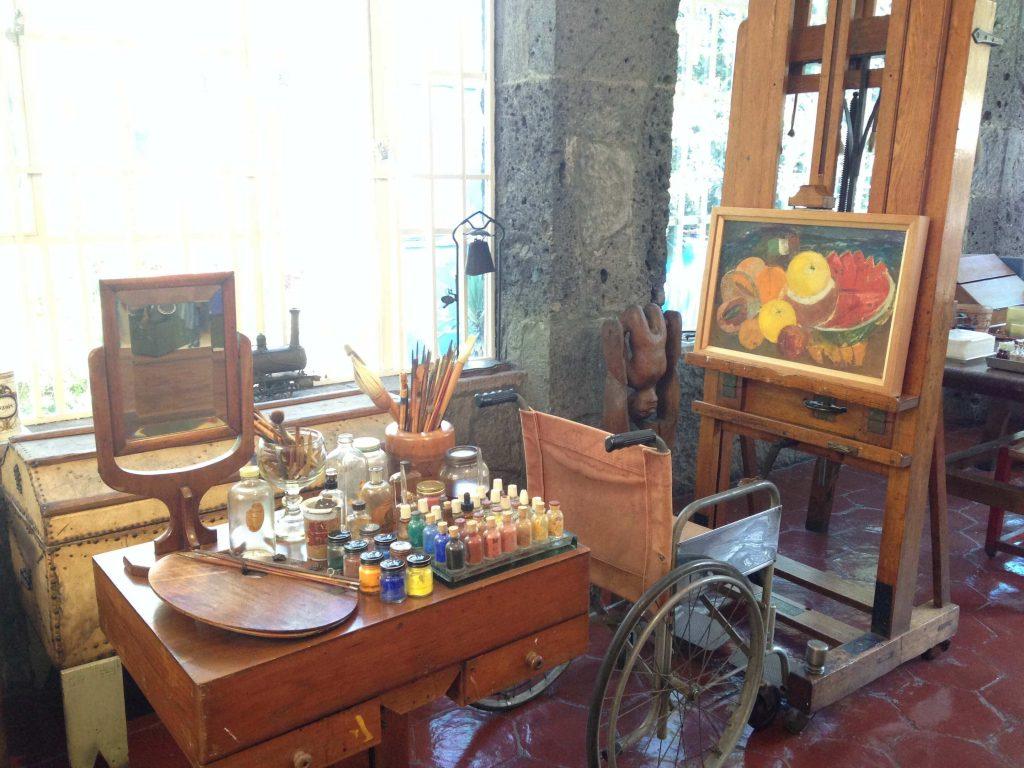 Мольберт и рабочий стол Фриды Кало