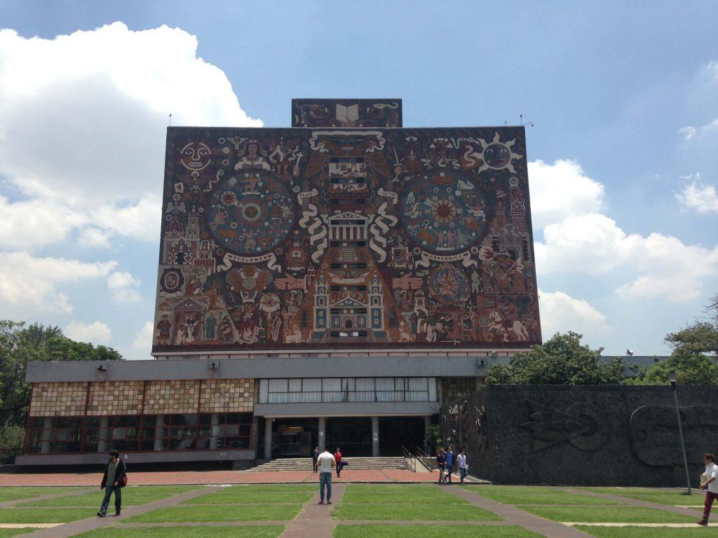Корпус-достопримечательность Университета Мексики