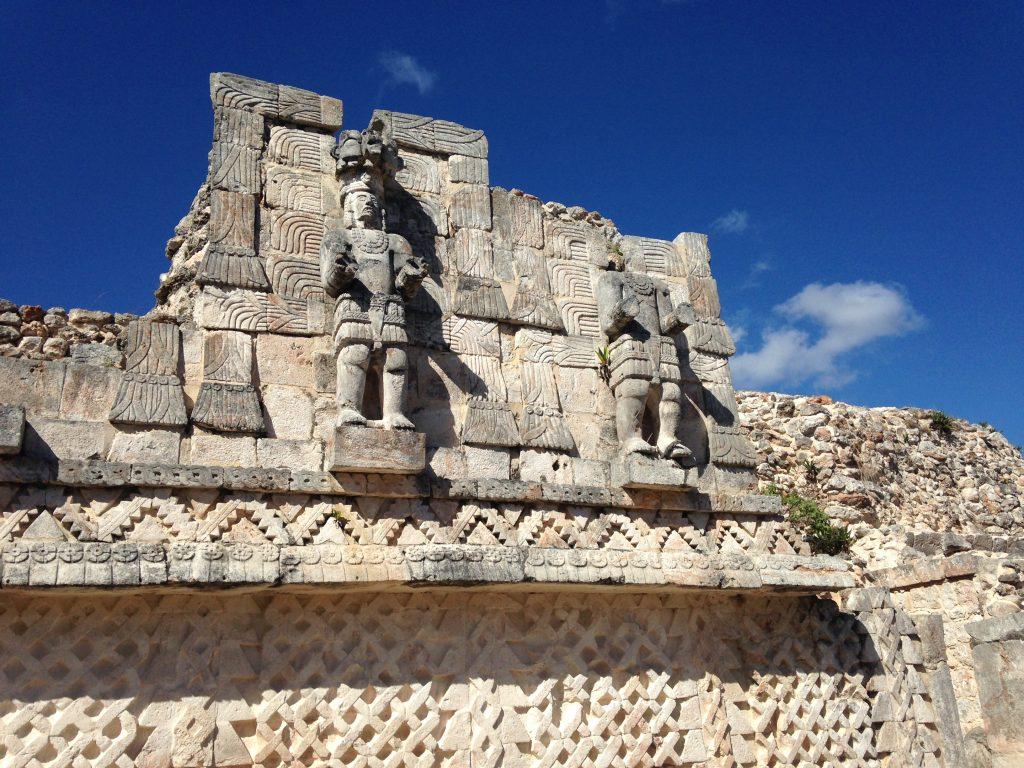 Каменные скульптуры города Кабах