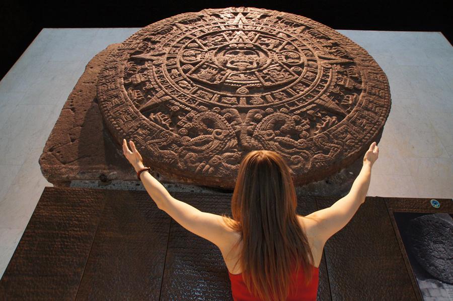 Ацтекский камень солнца в музее антропологии в Мехико