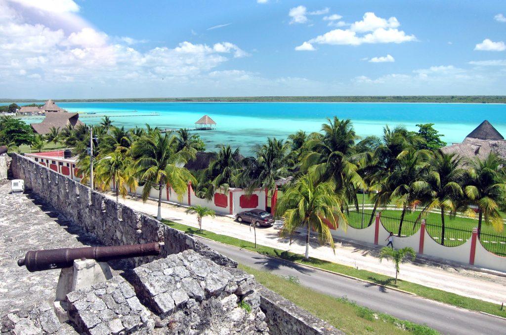 Форт Сан-Фелипе на лагуне Бакалар.