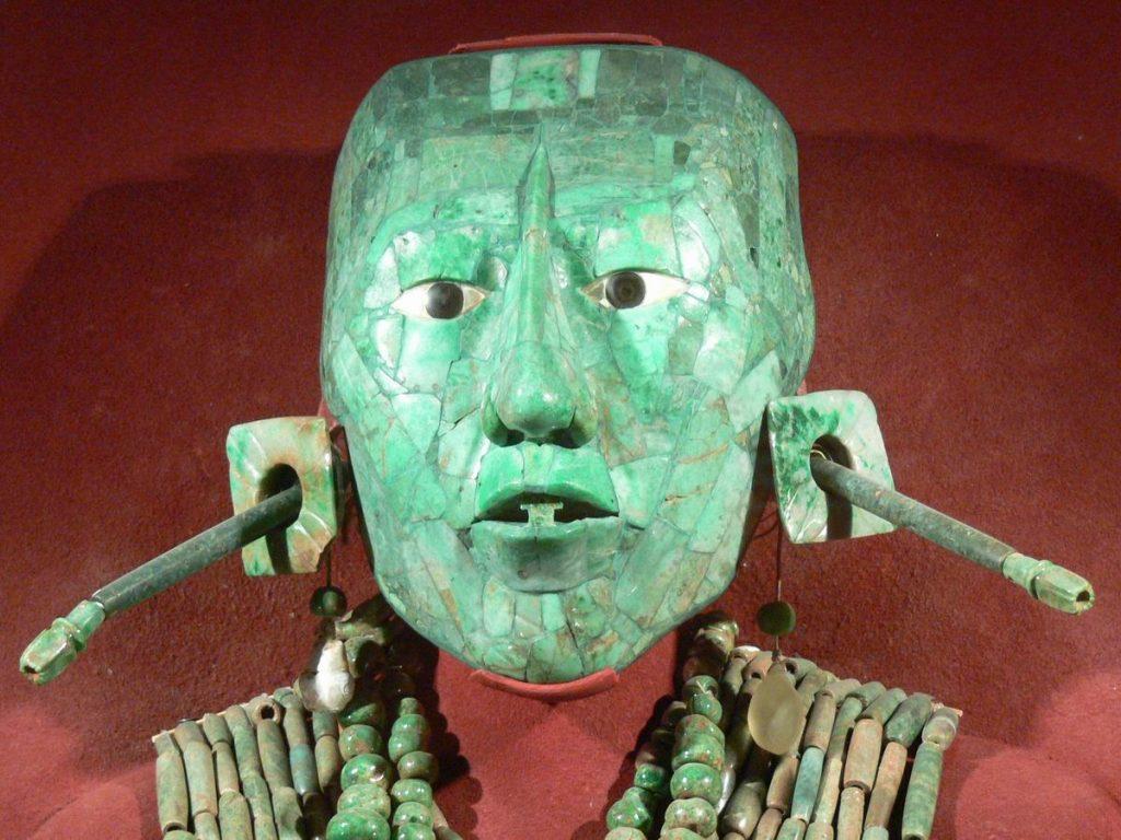 В национальном музее антропологии в Мехико Сити, погребальная маска Пакаля.