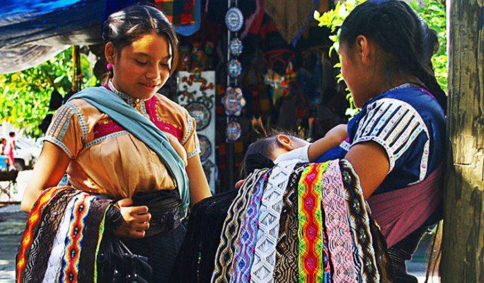 Женщины на улицах города Сан-Кристобаль, штат Чьяпас.