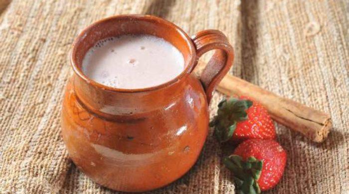 Традиционный напиток атоль-агрио – кислый атоль с клубникой.