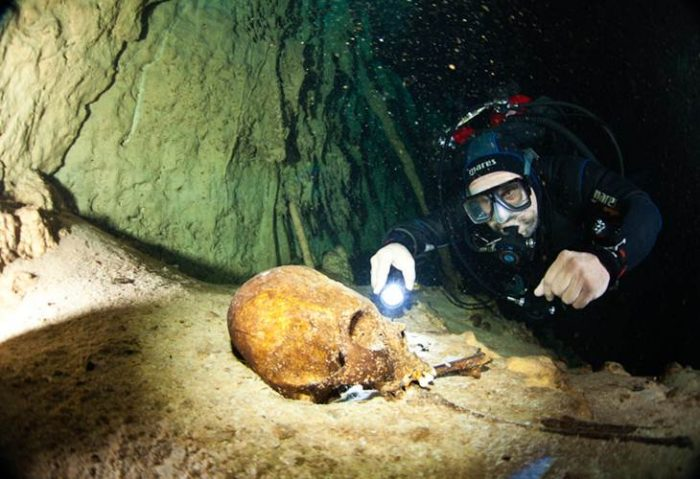 Во многих сенотах находят черепа и скелеты людей.