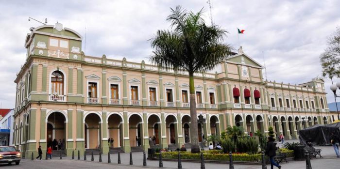 Городская ратуша построена в неоклассическом флорентийском стиле.