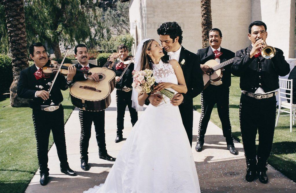 Марьячи на свадьбе в Мексике.
