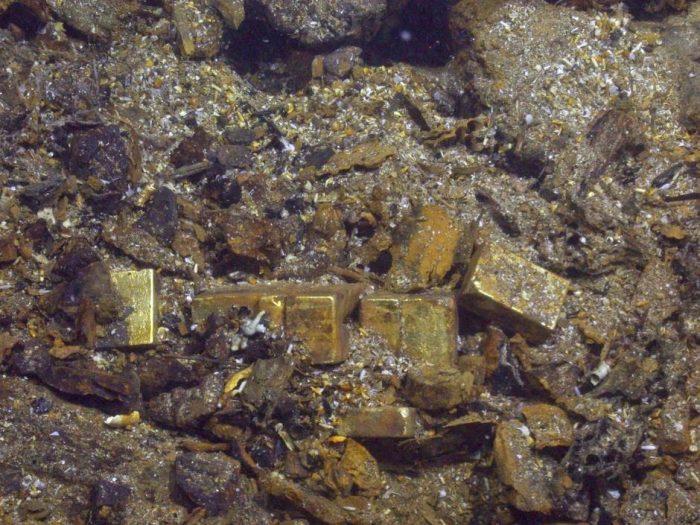 Золотые слитки, найденые на дне морском.
