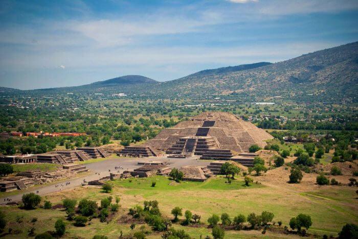 Экскурсия по Мехико, Теотиуакану и Базилике Марии Гваделупской